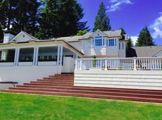 House in Olympia, United States. This 5000 square-foot waterfront home on Puget Sound is available nightly or weekly. It's located on Cooper Point 15 minutes from the State Capitol. Large outdoor patio with built-in BBQ and fireplace, big kitchen and elegant spaces inside and out...