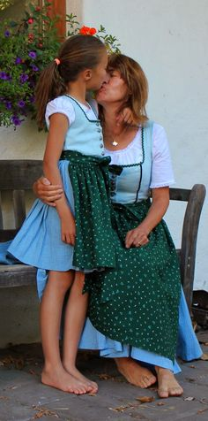 Mondbresal: Mama-Kind-Dirndl im Partnerlook