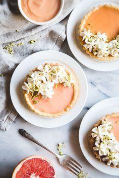 Grapefruit Curd Tarts with Chamomile Whipped Cream – Gesundes Abendessen, Vegetarische Rezepte, Vegane Desserts, Grapefruit Tart, Just Desserts, Dessert Recipes, Dessert Tarts, Oreo Desserts, Elegant Desserts, Winter Desserts, Fancy Desserts, Lemon Desserts
