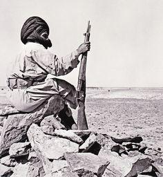 "Member of a ""Harka"" (irregular group) with a MAS 36 rifle, feb. 1960, not far from Tindouf, Sahara. Membre d'un ( groupe irrégulier ) "" Harka "" avec un MAS 36 fusil , février 1960, non loin de Tindouf , au Sahara"