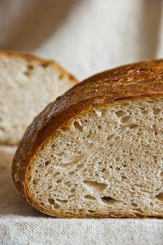 Weiter geht es mit auf Dinkel umgestellten Rezepten. Heute das Kartoffelbrot. Durch das Kochstück und die Kartoffeln in Kombination enteht eine äußerst saftige und langfaserige Krume. Wattig-weich, hocharomatisch. Ein Traum. Dieses Brot schmeckt mir noch besser als die Weizenvariante. Die Sauerteigzutaten verrühren und 20 Stunden bei 20°c reifen lassen. Mehl mit Wasser und Salz verrühren, aufkochen und 2 Weiterlesen...