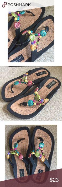 SANDALS NWT!!! PERFECT SANDALS FOR A BEACH TRIP! 🌊 Grandco sandals.com Shoes Sandals