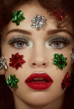 Christmas beauty bows all over face red lips editorial Jamie Nelson Christmas Makeup Look, Holiday Makeup, Holiday Nails, Christmas Nails, Halloween Makeup, 70s Makeup, Makeup Art, Party Makeup, Christmas Editorial