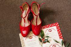 Le mariage rétro en rouge à pois blanc et en Provence de Mme en Chaussures…