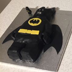 Batman is the favorite superhero of my son. So of course I made him a Batman cake for his 5th birthday! He was so excited!