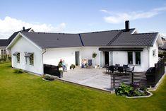 Villa Hasseludden från A-hus Patio Seating, Pergola, Sweet Home, Villa, New Homes, Backyard, Exterior, Building, Outdoor Decor