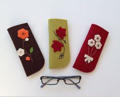 Reading Glasses Cases with Felt Handy, stylish reading glasses with flower / leaf figures on felt . Easy Felt Crafts, Felt Diy, Craft Stick Crafts, Diy Crafts, Stylish Reading Glasses, Felt Case, Easter Gift Baskets, Glasses Case, Sewing Projects For Beginners