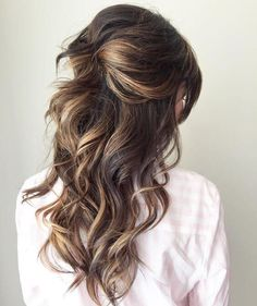 We collected the best half up half down wedding hairstyles ideas that would look perfect whether you are going for classic, boho or vintage wedding theme. #weddinghairstyles