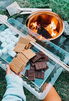 See more of teenthings's VSCO. Summer Aesthetic, Aesthetic Food, Kreative Desserts, Fun Sleepover Ideas, Sleepover Party, Cute Date Ideas, Summer Goals, Summer Fun List, Summer Food