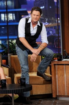Blake on Leno Blake Shelton Gwen Stefani, Blake Shelton And Miranda, Blake Shelton And Gwen, Gwen Stefani And Blake, Male Country Singers, Country Music Artists, Country Songs, Country Concerts, Black Shelton