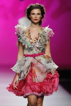 Afbeelding van http://www.efashiontrends.org/wp-content/uploads/2011/10/Francis-Montesinos-Cibeles-fashion-week-in-2011-7.jpg.