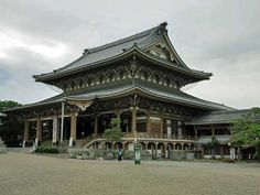 Higashi Betsuin Temple in Nagoya in Aichi Prefecture, central Japan, is a large sub-temple of Higashi Honganji Temple in Kyoto. Japanese Buddhism, Japanese Temple, Japanese History, Aichi, Nagoya, Kyoto, Castle, Mansions