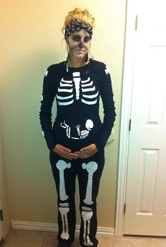 halloween costumes pregnant The best roundup of Halloween costumes for pregnancy. Over 60 ideas for maternity Halloween costumes. Save this for when youre pregnant! Pregnancy Costumes, Pregnant Halloween Costumes, Maternity Halloween, Christmas Costumes, Scary Costumes, Maternity Costumes, Pregnancy Clothes, Family Costumes, Maternity Wear