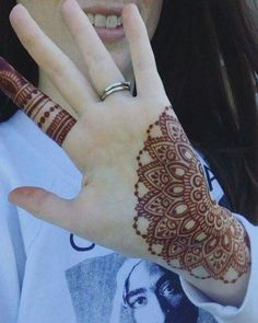 As Rakshabandhan 2019 is Coming, and colleges have started, Here's an article on Henna Mehndi Designs which you can easily pull off to college. Henna Art Designs, Mehndi Designs For Girls, Modern Mehndi Designs, Mehndi Design Photos, Wedding Mehndi Designs, Mehndi Designs For Fingers, Beautiful Henna Designs, Latest Mehndi Designs, Hand Mehndi Design