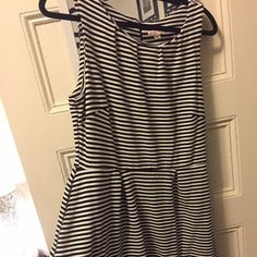 Merona black and white dress Sleeveless cotton Merona black & white dress slight flare at waist falls a little above the knee. Back zipper. Merona Dresses Midi