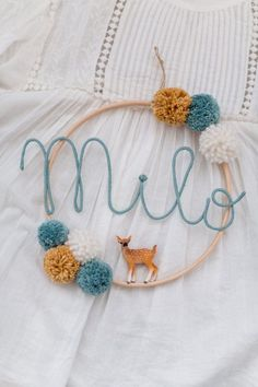 Name circle with bobbles and baby animal Namenskreis mit Bom. Name circle with bobbles and baby animal Namenskreis mit Bommeln und Tierbaby Pom Pom Crafts, Yarn Crafts, Diy And Crafts, Baby Animal Names, Baby Animals, Macrame Projects, Sewing Projects, Baby Deco, Diy Bebe