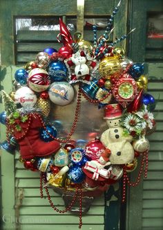 SNOW CHARMING Wreath ©Glittermoon Productions 2014 2. I need to get my old ornaments out of the attic and make one of these
