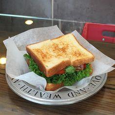 드뎌 에버델리😋 맛점하세요! - #서울 #서촌 #샌드위치 #에버델리 #BLPT #seoul #seochon #sandwich #everdeli #데일리 #일상 #daily