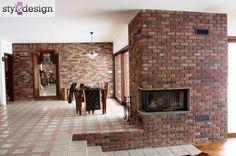Narożny kominek z obudową z cegły