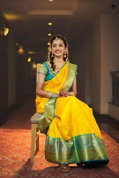 How to Select the Best Modern Saree for You? Pattu Saree Blouse Designs, Half Saree Designs, Bridal Blouse Designs, Indian Silk Sarees, Indian Beauty Saree, Wedding Silk Saree, Bridal Sarees, Tamil Wedding, Wedding Saree Collection
