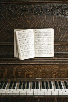 Classical inspiration... how we'd wish for such a beautiful piano :X