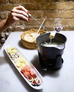 Barcelona Food, Barcelona Restaurants, Great Restaurants, Fondue, Best Tapas, Tapas Bar, Good Foods To Eat, Curtido, Cool Bars