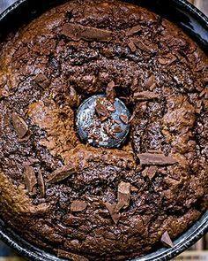 Bolo delicioso de chocolate (Foto: Rogério Voltan/Editora Globo)