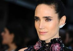 Jennifer Connelly: Never afraid to go bold and slightly bushy, Jennifer Connelly has been stunning us with her full brows since Jim Henson's Labyrinth. Celebrity Eyebrows, Celebrity Haircuts, Celebrity Beauty, Jennifer Connelly, Side Swept Curls, Medium Curls, Full Brows, Purple Eye Makeup, The Beauty Department