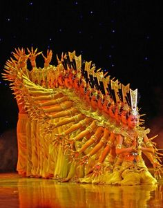 bowfolk:    mudwerks:    miss-mary-quite-contrary:    bamboukoura:    Chinese Dance