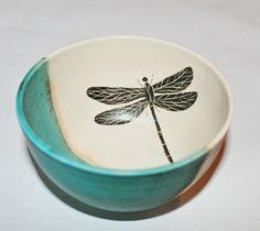 Keramikk skål med øyenstikker, turkis/hvit