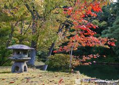 Yukimi-doro (雪見灯篭) - Stone lanterns or Ishi-doro in the Japanese garden Katsura Rikyu in Kyoto - click to see the eBook here: http://www.japanesegardens.jp/gardens/famous/000046.php - Real Japanese Gardens -