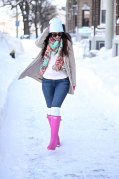 Love this outfit - especially the pink hunter boots! Winter Fashion Outfits, Fall Winter Outfits, Winter Wear, Autumn Winter Fashion, Emo Fashion, Rainy Day Outfits, Fashion Boots, Rainy Day Outfit For Fall, Fashion Ideas