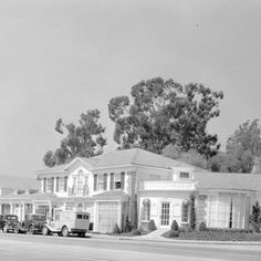 An aerial view of the ramshackle villas that made up the for 2552 glen green terrace hollywood ca