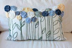 Esta costumbre roseta memoria almohada cubierta se hace de la ropa o tejidos que tienen un lugar en tu corazón. Ya se trate de primeros trajes