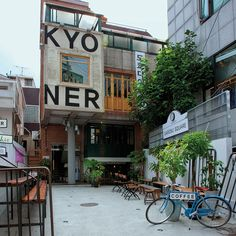 Garosu Square, Seoul - Independent Coffee in the basement, Le Brunchic on the first and Tokyo Diner on the second.