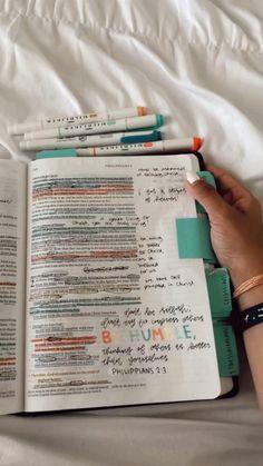 Bible Study Notebook, Bible Study Tips, Bible Study Journal, Bible Encouragement, Bible Verses Quotes, Cute Bibles, Bible Doodling, Bible Notes, Decir No
