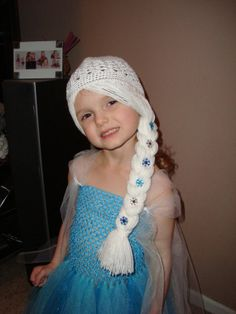 Items similar to Elsa Frozen inspired Wig Hat, White Hair with braid to the side with snowflakes! Frozen Crochet Hat, Crochet Kids Hats, Crochet Crafts, Crochet Baby, Crochet Projects, Knit Crochet, Elsa Frozen, Cabbage Patch Hat, Wig Hat