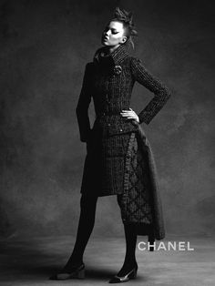 Anna Ewers & Lindsey Wixson by Karl Lagerfeld for Chanel Fall-Winter Ad Campaign - Minimal. Fashion Tv, Chanel Fashion, Fashion Gallery, Autumn Fashion, Chanel 2015, Coco Chanel, Anna Ewers, Karl Lagerfeld, Fashion Advertising