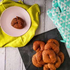 ΜΑΛΑΚΑ ΜΟΥΣΤΟΚΟΥΛΟΥΡΑ ΜΕ ΠΕΤΙΜΕΖΙ ΚΑΙ ΠΟΡΤΟΚΑΛΙ | Pastry...tsio Cookies, Desserts, Blog, Crack Crackers, Tailgate Desserts, Deserts, Biscuits, Cookie Recipes, Blogging