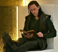 Loki Thor The Dark World. Most beautiful thing I've ever seen. Loki reading a book. Loki Avengers, Loki Thor, Loki Laufeyson, Marvel Avengers, Thomas William Hiddleston, Tom Hiddleston Loki, Loki Aesthetic, Marvel Wall Art, Marvel Photo