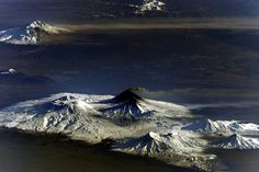 Spectacular photos by Cosmonaut Yurchikhin: Smoking Volcano in Kamchatka Beautiful World, Beautiful Places, Beautiful Pictures, Amazing Places, Galaxy Wonder, History Of Earth, Organic Structure, Earth Photos, Cool Rocks