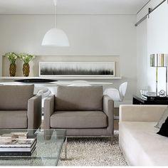 Living integrado com base neutra, que contribui para uma atmosfera clean.