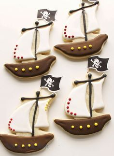 fill yer sails 'n float yer ship with pirate boat sugar cookies decorated with sprinkles Pan Cookies, Iced Cookies, Cute Cookies, Cupcake Cookies, Sugar Cookies, Cookies For Kids, Easter Cookies, Birthday Cookies, Pirate Cookies