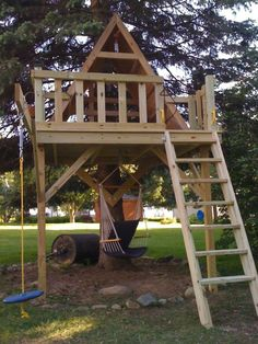 Dazzling design tree houses for kids come with natural brown wooden tree house a. - Dazzling design tree houses for kids come with natural brown wooden tree house and brown wooden dec - Backyard Playground, Backyard For Kids, Backyard Ideas, Cozy Backyard, Natural Playground, Playground Ideas, Wooden Tree House, Diy Tree House, Building A Treehouse