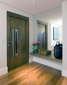 entrance hall mirror and shelve Entrance Hall Decor, House Entrance, Entrance Ideas, Drawing Room Furniture, Hall Mirrors, Apartment Entrance, Entry Way Design, Cool Apartments, Entry Foyer