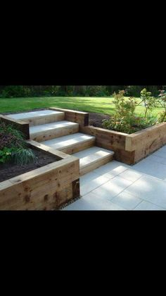 Brilliant Tips for Decorating Your Beloved Backyard Patios or Outdoor Terraces Backyard Retaining Walls, Sloped Backyard, Sloped Garden, Backyard Patio, Backyard Landscaping, Outdoor Steps, Patio Steps, Back Garden Design, Backyard Garden Design