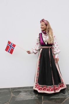 Bilderesultat for rondastakk Folk Costume, Costumes, Belly Dancers, Color Shapes, Traditional Outfits, Going Out, My Design, Barbie, Culture