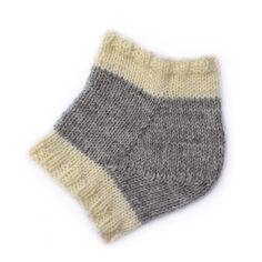 Er du nysgjerrig på dette, kan vi glede deg med at vi nå gir ut en liten strikkeskole der vi vi vil vise deg ulike hæl-teknikker her på bloggen. Heng med!