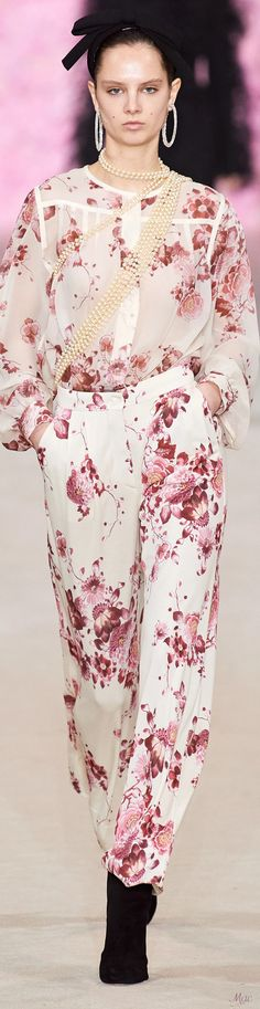 Catwalk Fashion, Fashion 2020, Fashion Show, Spring Fashion Outfits, Fall Outfits, Floral Fashion, Glamour, Rose Dress, Petite Dresses