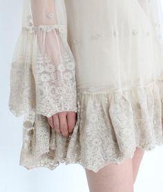 Ahh lace….(photo courtesy romantic vintage home)